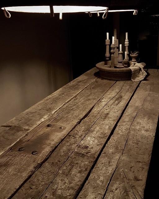 Eettafel van oude eiken wagonplanken