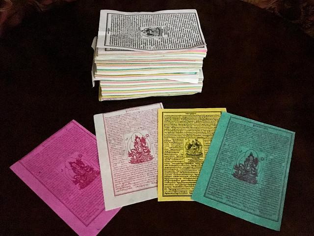 "Tibetan prayer paper flags ""Lung ta"" 紙製のルンタ"