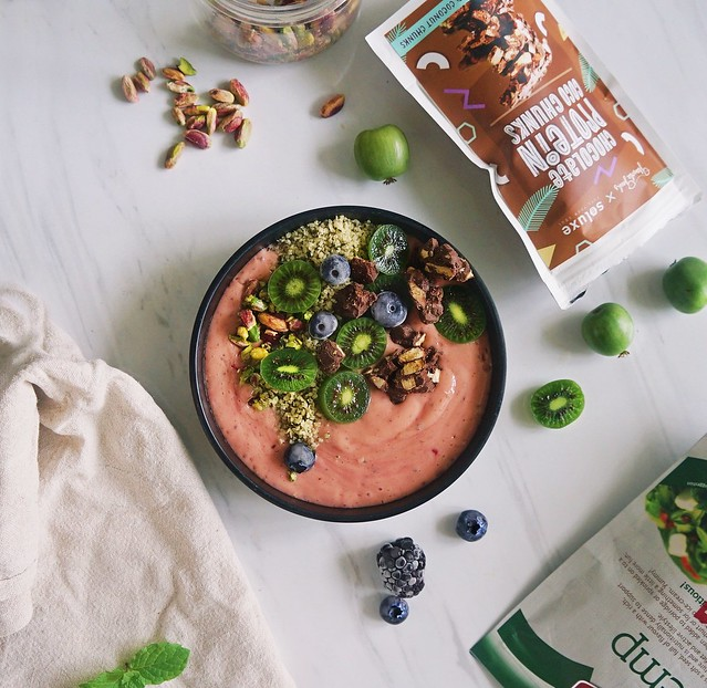 Plant based protein in smoothie bowls- Granola Geeks x Soluxe Protein  Review on blog at: https://wp.me/p1tyh7-26r