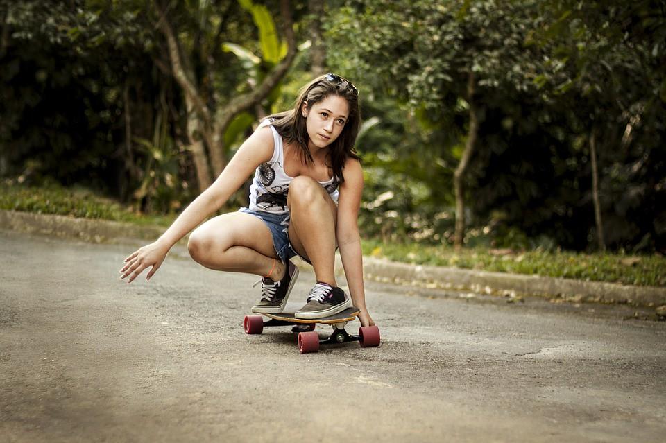 https://pixabay.com/es/pat%C3%ADn-chica-mujer-deportes-deporte-2375298/