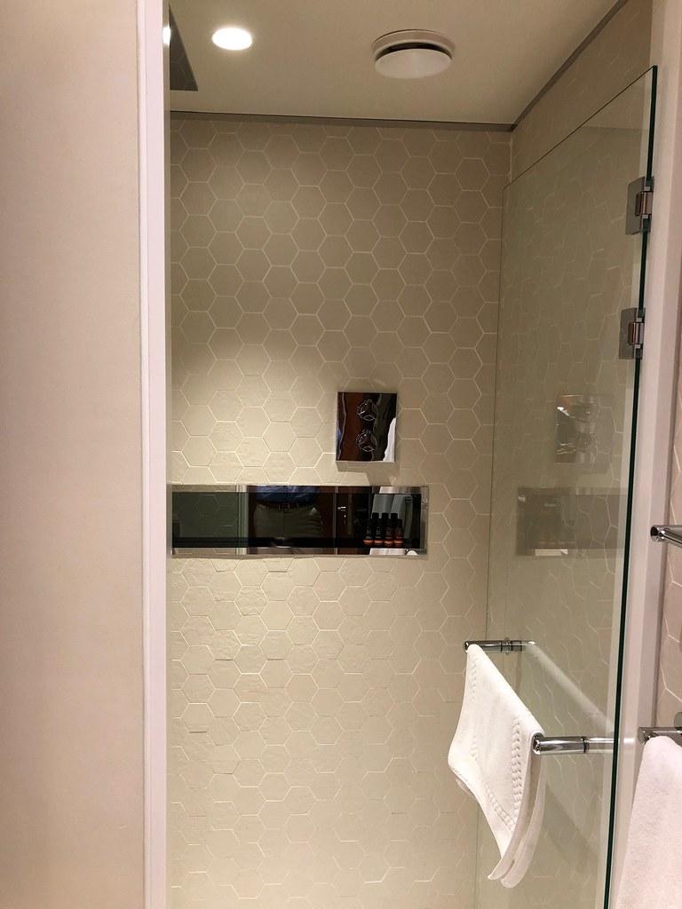 Qatar lounge at Paris CDG 5