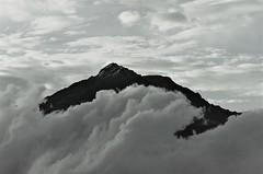Volcán Cotacachi cobijado de nubes.