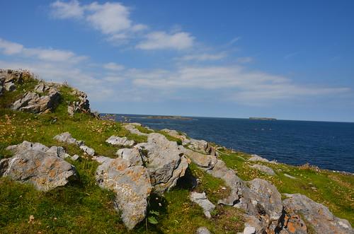 Die Steine und Felsen der Hügelrücken
