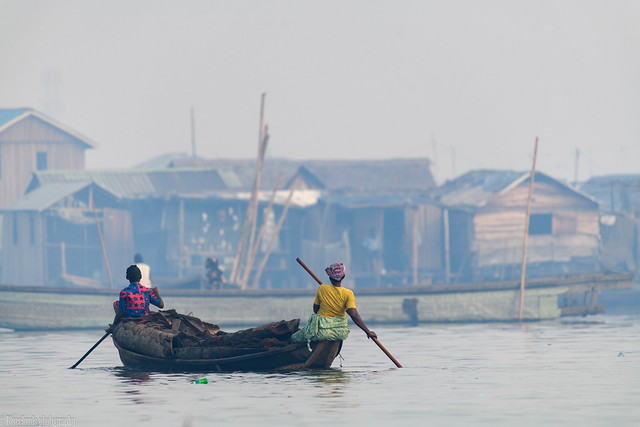 CHU_9410 (working Mother + daughter, Makoko, Lagos)