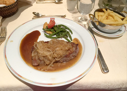 Beef steak with stewed onions & french fries / Rindersteak mit Schmorzwiebeln  & Pommes Frites