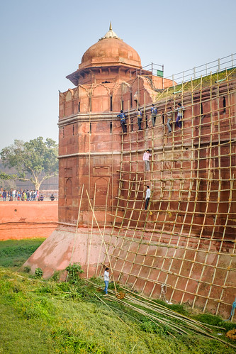 The Scaffold Builders | The Red Fort, Old Delhi, India | by t linn
