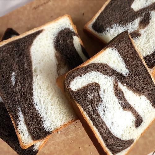 柄の食パン