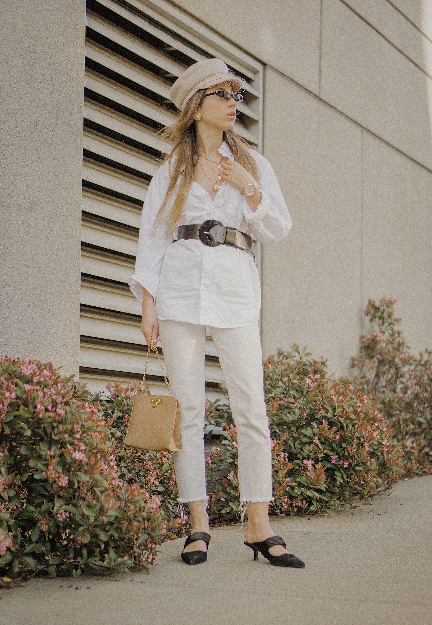 white_jeans_white_oversized_belted_man_cotton_shirt_vintage_bag_kitten_heel_cap_lenajuice_thewhiteocean_11