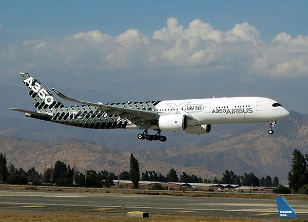 Airbus A350-900 msn002 landing SCL (RD)