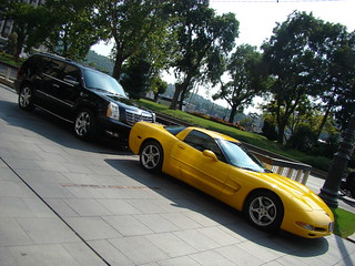 Chevrolet Camaro и Cadillac Escalade