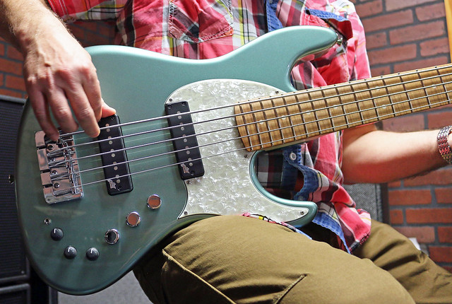 Miura Guitars - MB2 bass (1)