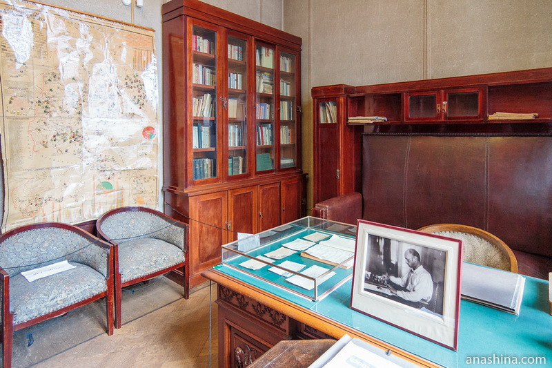 Стол секретаря, Особняк Рябушинского, Москва
