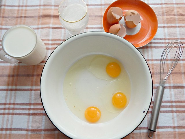 шарлотка-яйца-разбиты