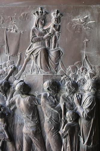 Santuario della Madonna della Montagna di Polsi - Particolare della porta centrale: Incoronazione del 2 settembre 1981