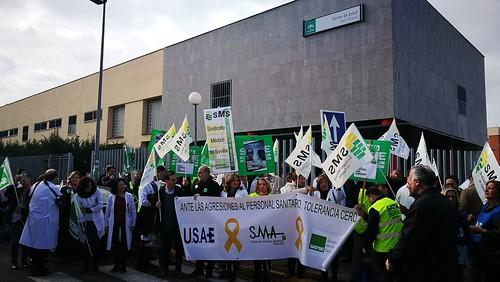 Concentración del personal sanitario en San Hilario en contra de las agresiones