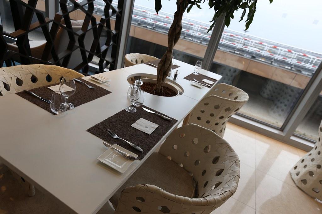 Qatar lounge at Paris CDG 22