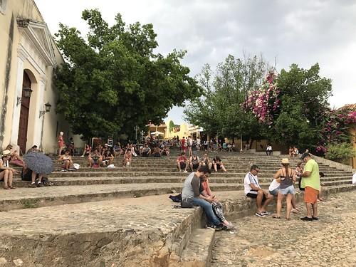 Turistas conectandose a internet
