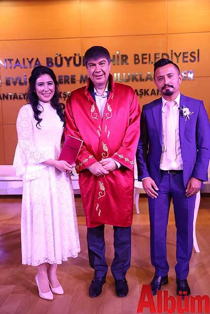 Antalya Büyükşehir Belediyesi Başkanı Menderes Türel Salih ve :Hayriye çiftinin nikahlarını kıydı -3