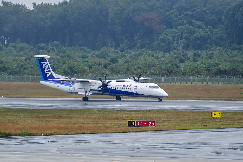ANA Q400 in the Rain - Just Arrived