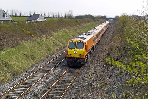 204 on 12:00 Dublin Heuston-Cork approaching Portarlington 18-Apr-08