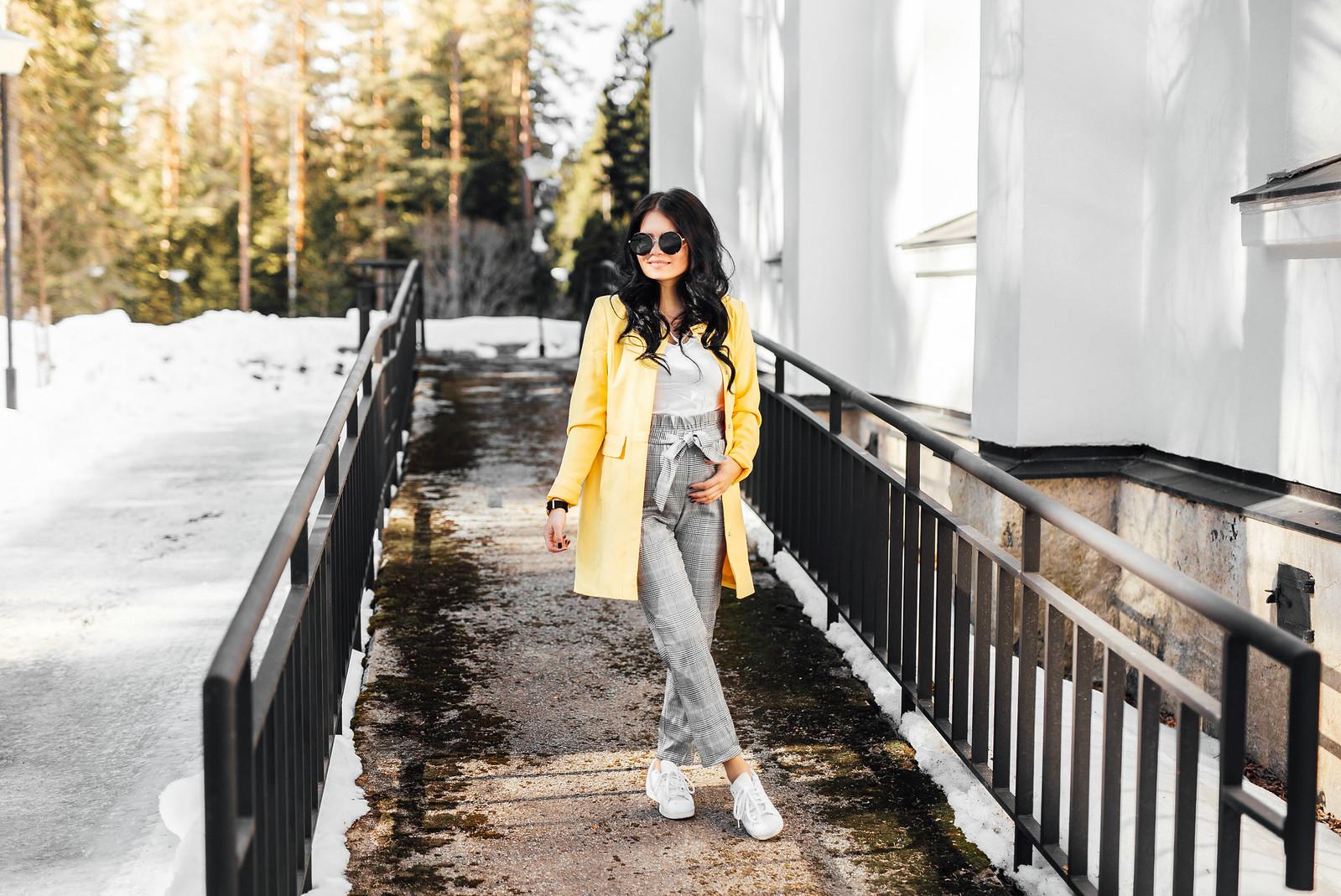 keltainen takki naiset