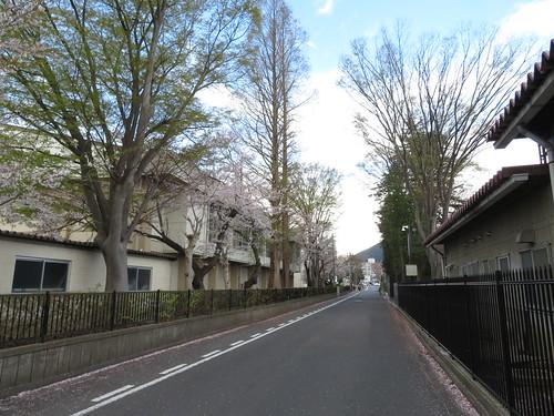 福島競馬場の脇にある福島第二中学校