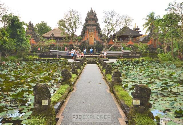 bali itinerary Pura Taman Saraswati ubud