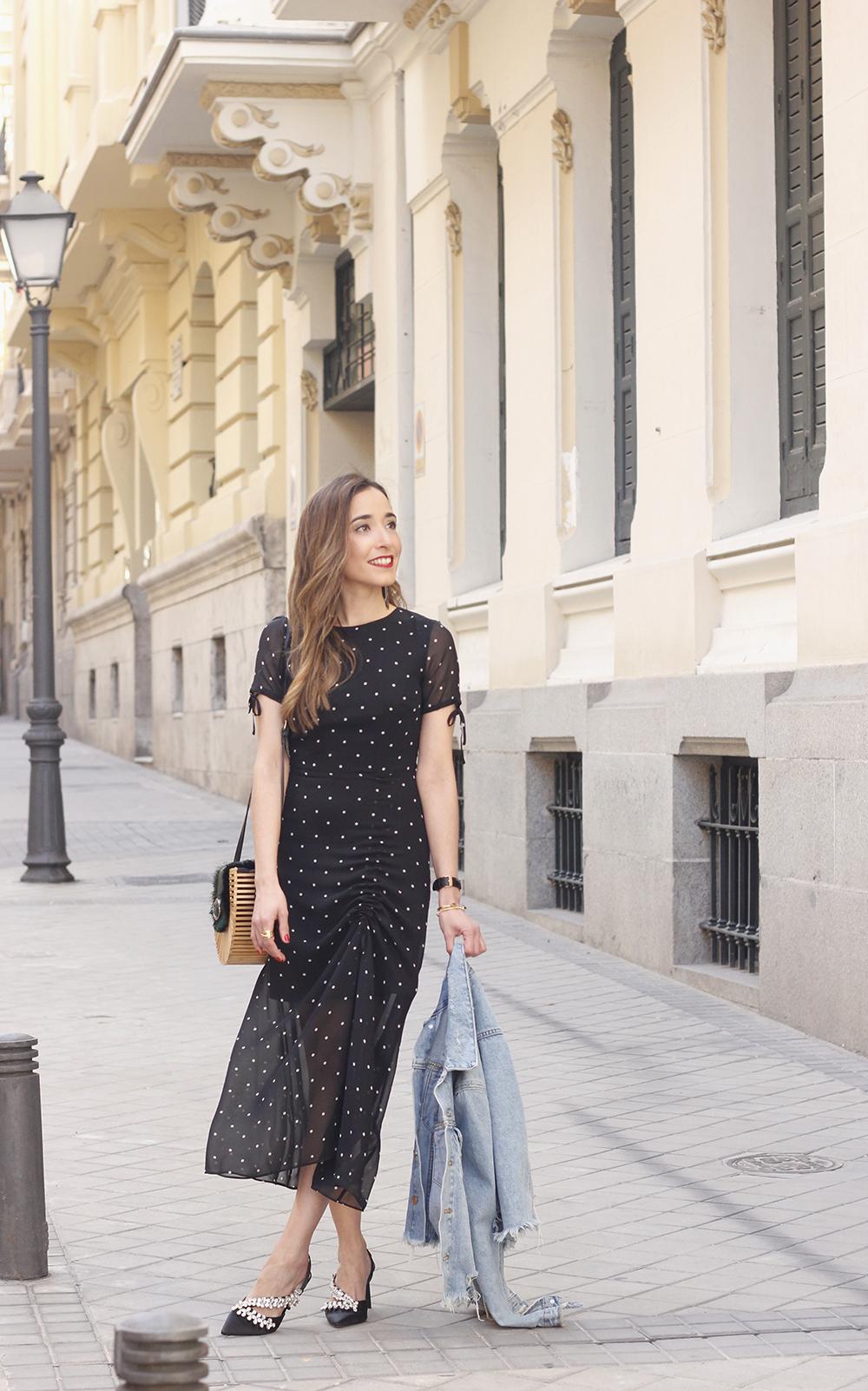 polka dot dress uterqüe jewel heels denim jacket outfit street style bamboo bag02