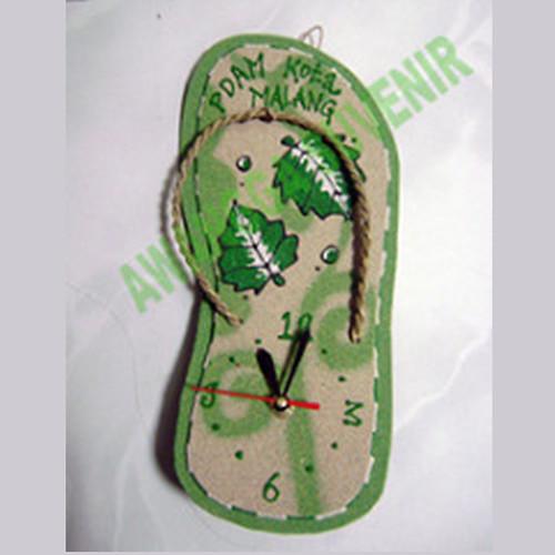 souvenir jam sandal pasir