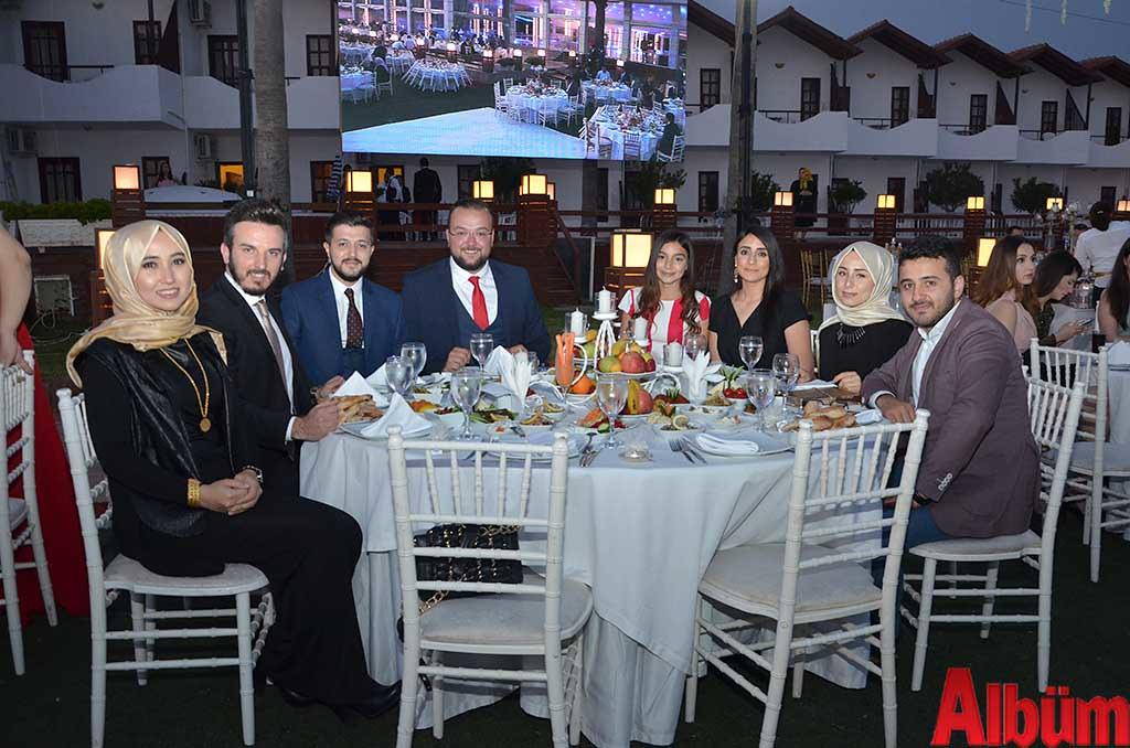 Büşra Okşar, Alper Kiriş, Fatih Kalan, Hakan Akbayrak, Rabia Emektar, Tuğçe Emektar, Naşide Özdemir, Mesut Özdemir