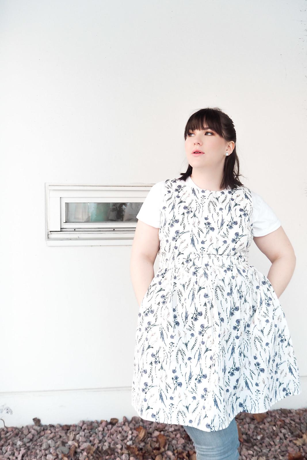 Jack Wills kukallinen mekko, levis vaaleat pillifarkut-14