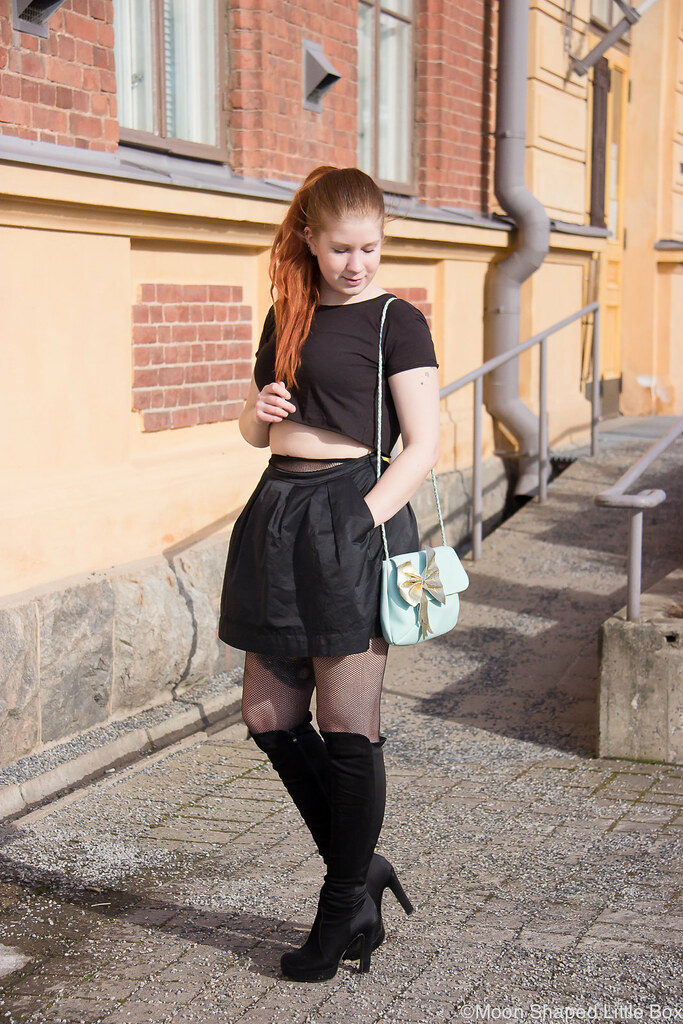 Urban Classics, croptop style, overkneeboots, black boots, outfit, finnish fashion