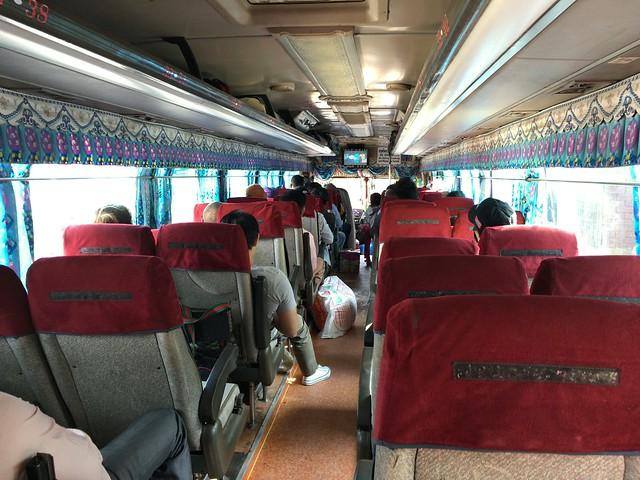 プノンペン行きバスの車内