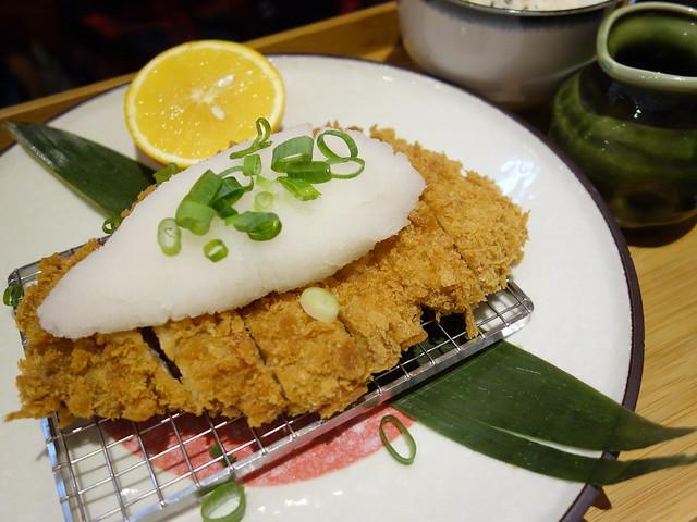 小花點的橙香蘿蔔泥豬排定食 (NTD$290)@桃園恆八味屋日式豬排專賣店