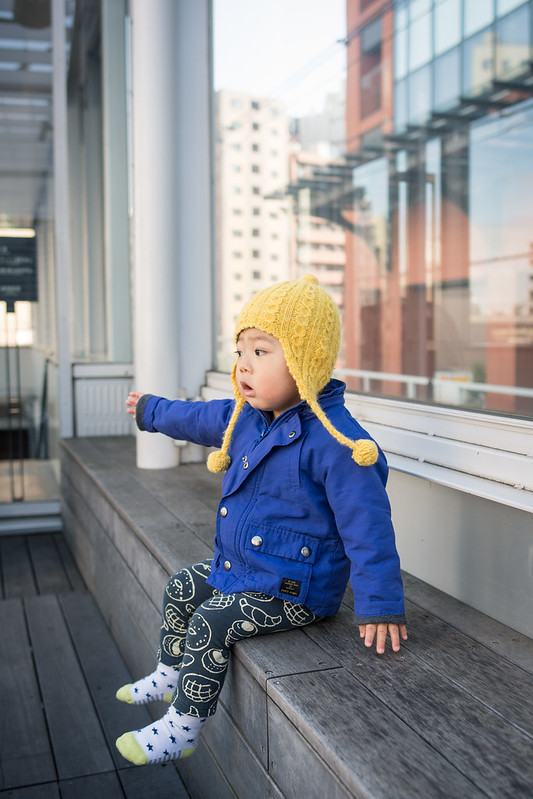 2013プラットホームから電車を見る子ども
