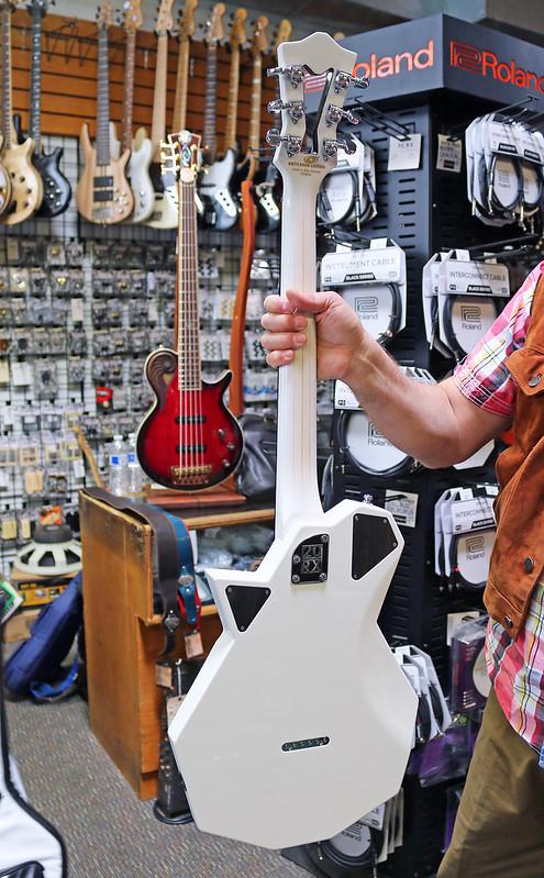 Universum Guitars  - z Sofia Limited (2)