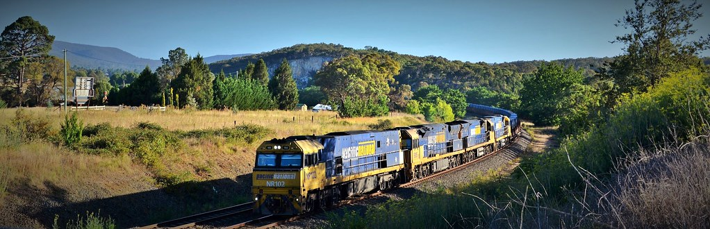 NR102+9305+93xx+NR73 roll into Goulburn with #2WM2 Port Kembla to Melbourne steel service (2) by Adam Serena
