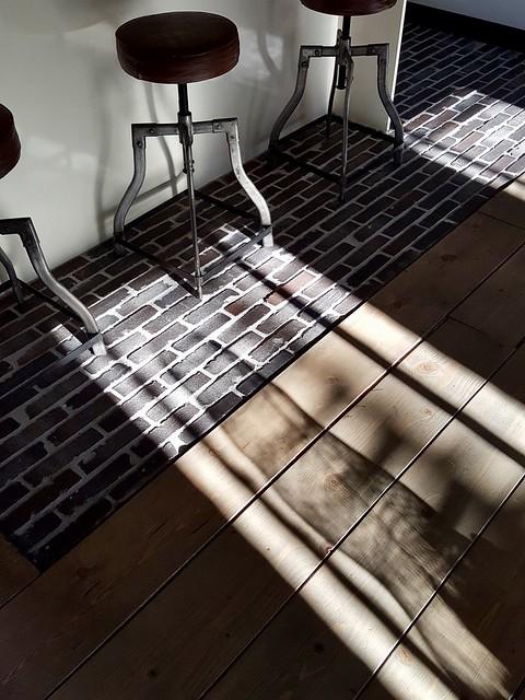 waaltjes vloer gecombineerd met hout