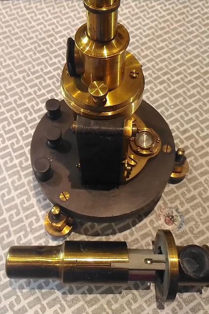 Galvanometro D'Arsonval - Siemens Halske - vista laterale aperto con protezione