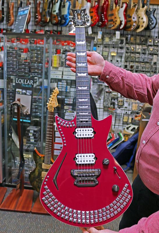 Universum Guitars - z Galaxy Corona (1)