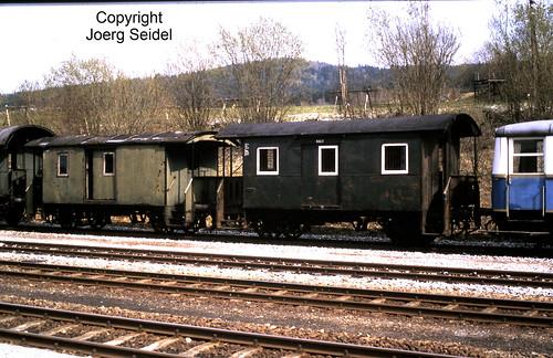 DE-94239 Gotteszell Bahnhof Regentalbahn Wagen RAG 13 und RAG 2 im Mai 1982