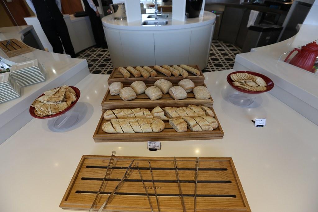 Qatar lounge at Paris CDG 23