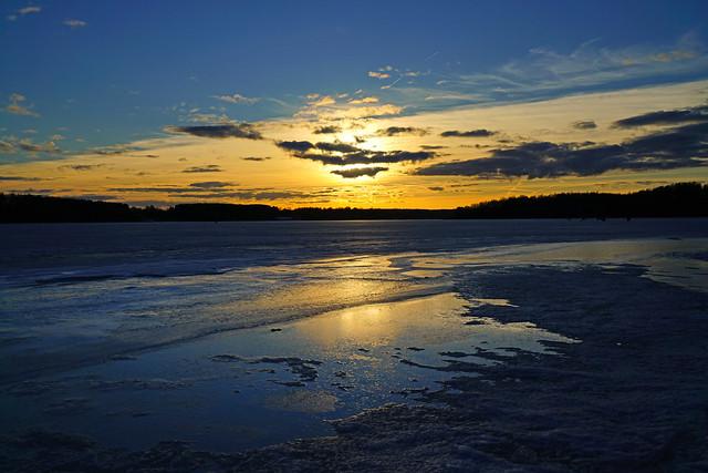 Ice starts melting on Mozhaysk Sea, Russia