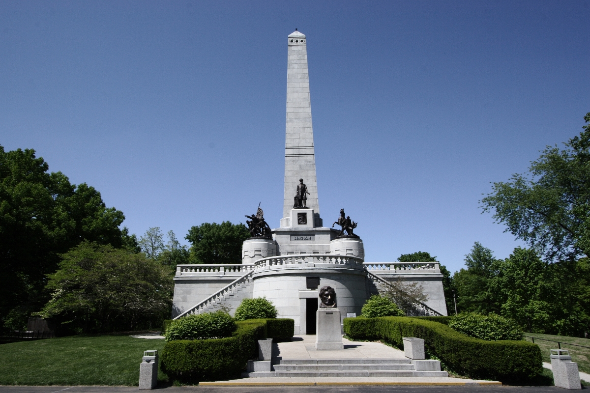 Lincoln's Tomb at Oak Ridge Cemetery, Springfield IL. Photo taken on May 7, 2006.