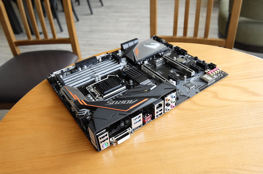 GIGABYTE intel H370 Mainboard Gaming 3