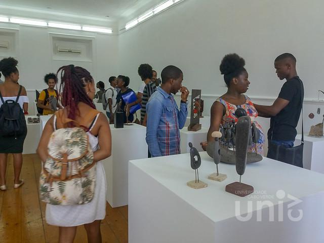 Estudantes da FCSHA visitam exposições de pintura e escultura