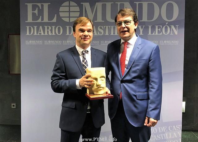 Alberto Fiz, premio Innovadores 2018 junto al alcalde de Salamanca, Alfonso Fernández Mañueco.