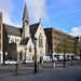 11. Calles de Dublín de ladrillo visto y una iglesia entre los edificios