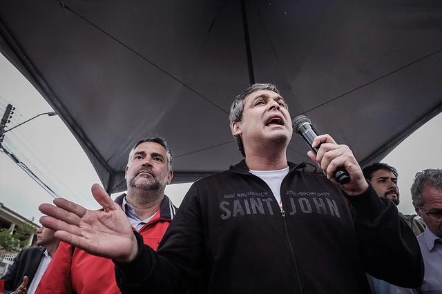 O senador Lindbergh e o deputado Paulo Pimenta anunciaram que haverá uma vistoria na sede da PF nesta terça (17) - Créditos: Gibran Mendes