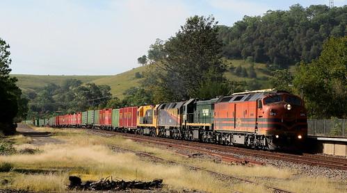 CLP12 + X54 + 42202 & 2819 INTERAIL BM7 6th May 2007.